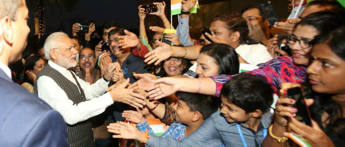 Hon'ble Prime Minister Shri Narendra Modi welcomed by Indian community in Singapore