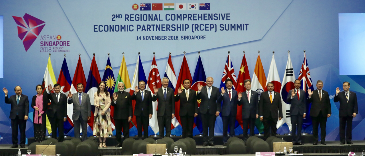 Prime Minister Modi with leaders of RCEP member states at 2nd RCEP Summit 2018, Singapore
